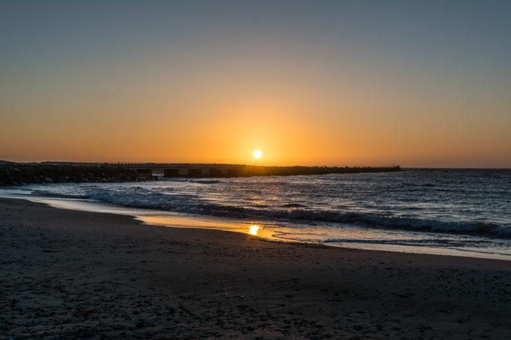 Sonnenuntergang an der Mole in Vorupør