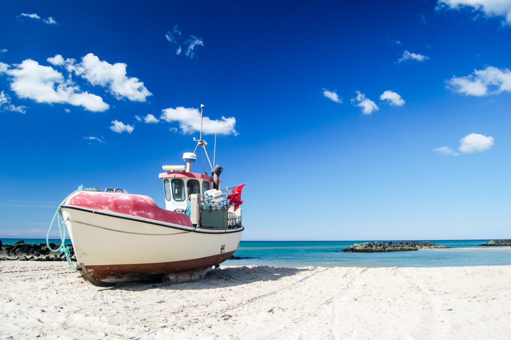 Fischerboot-am-Strand