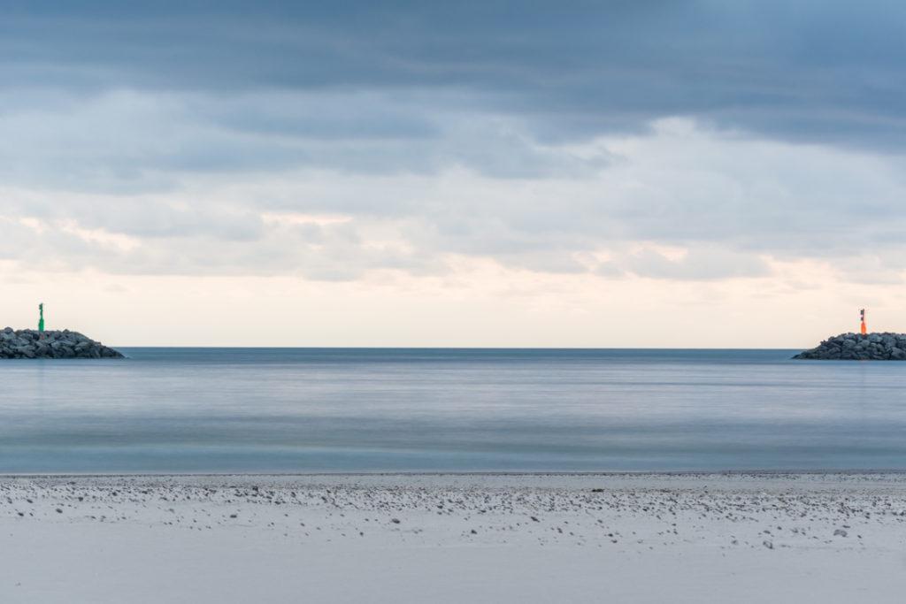 Himmel-Meer-und-Strand-Langzeitbelichtung