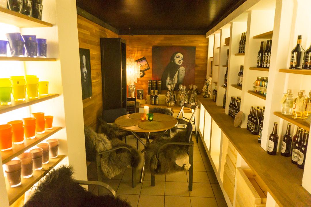 Whisky und Wein in Vestkystens Gårdbutik