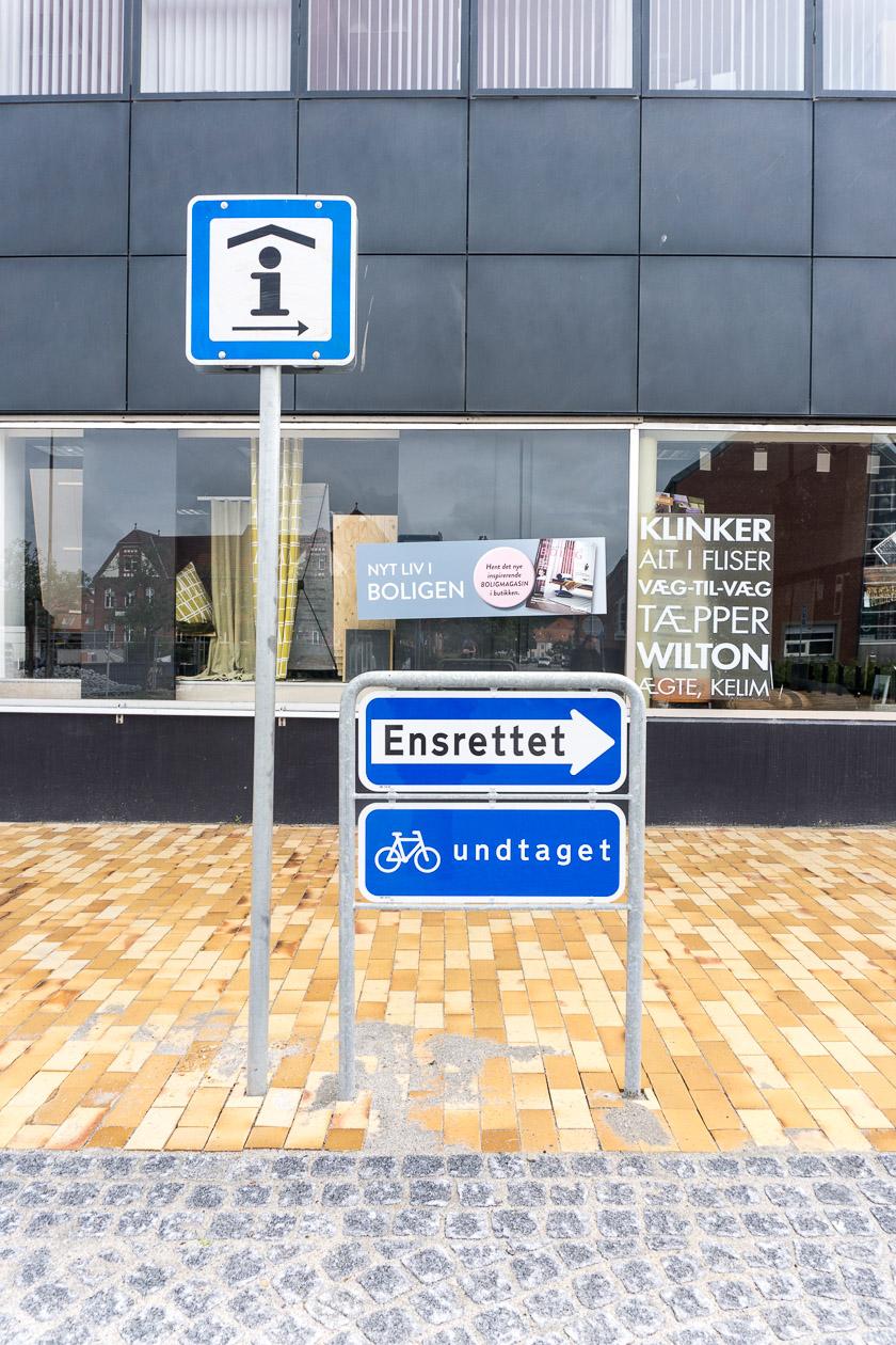 Ensrettet = Einbahnstraße ( außer Fahrradfahrer)