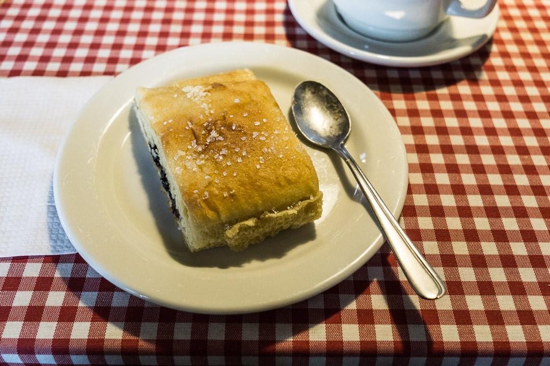 Dänischer Kuchen mit Pflaumenmusfüllung