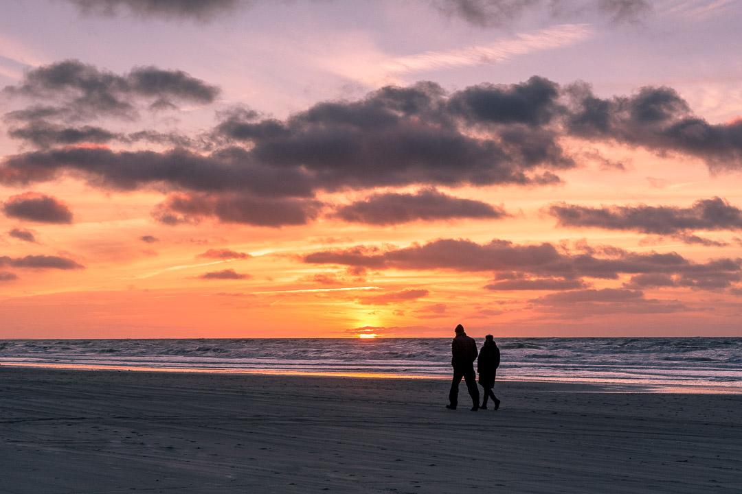 Spaziergang in den Sonnenuntergang in Løkken