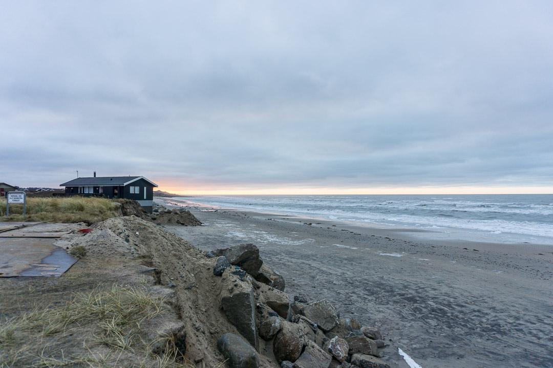 Das Meer holt sich immer mehr von der Küste ...