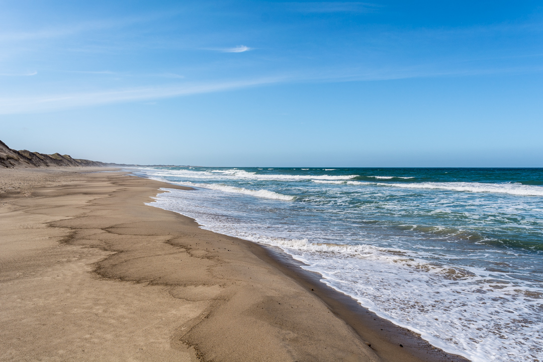 Menschenleer der Strand in Bøgstedrende