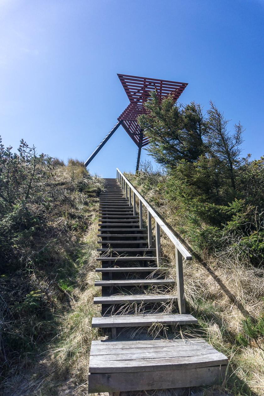 Treppe zum Seezeichen Tvorup Klitplantage