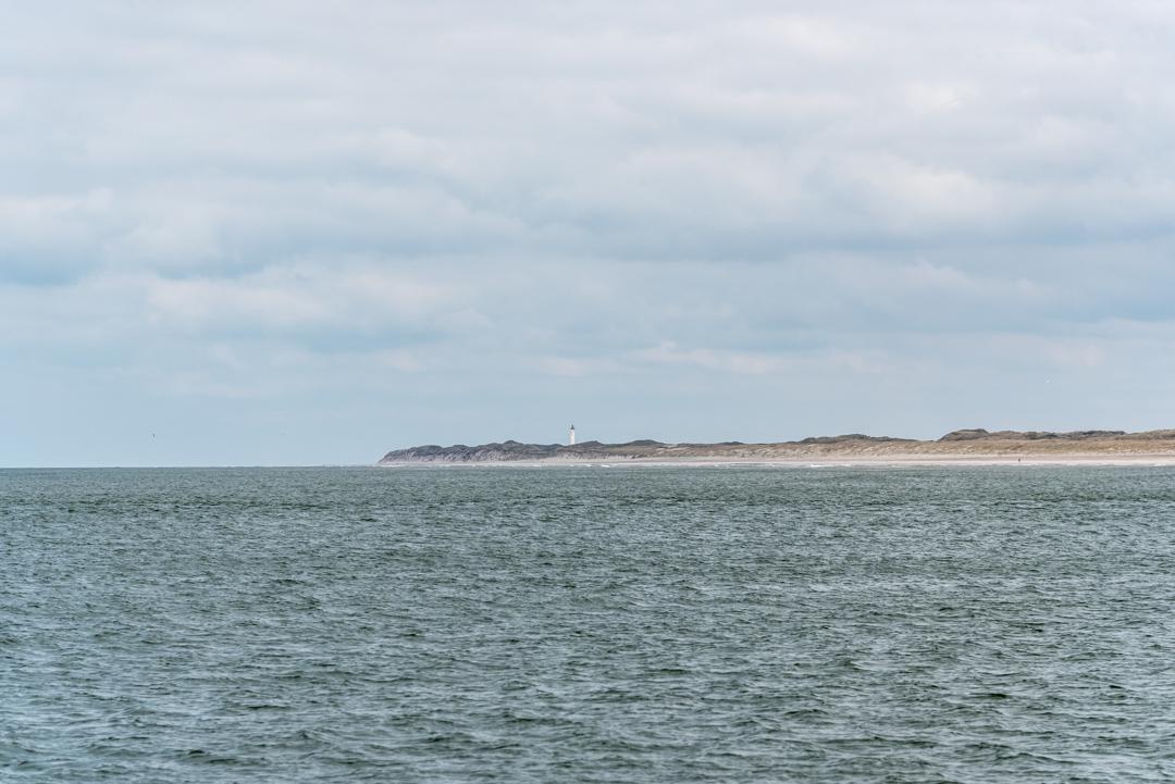 Der Leuchttrum Nr Lynvig Fyr von der Nordsee aus zu sehen