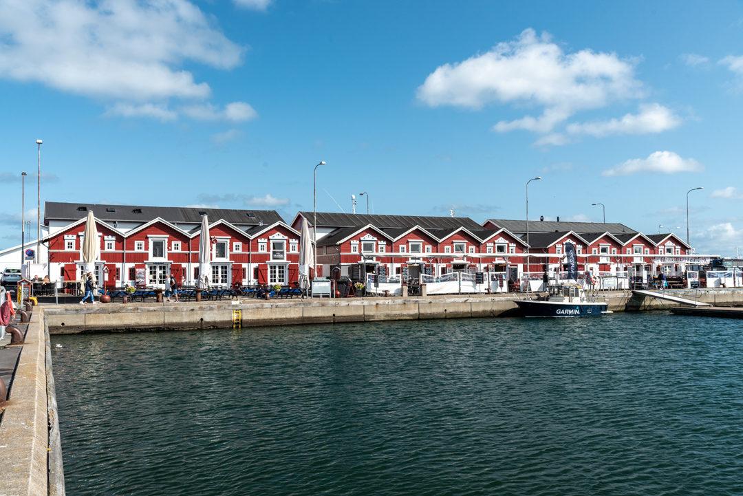 Der Hafen von Skagen ist geprägt von den alten Fischpackhäusern
