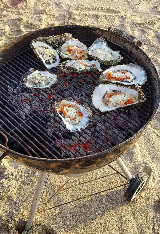 Frische Austern auf dem Grill